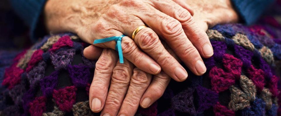 Lavare bene i denti rimanda lo sviluppo di Alzheimer