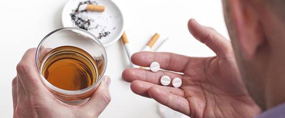 Patologie oncologiche, l'11% dei pazienti continua a fumare e il 18% a bere
